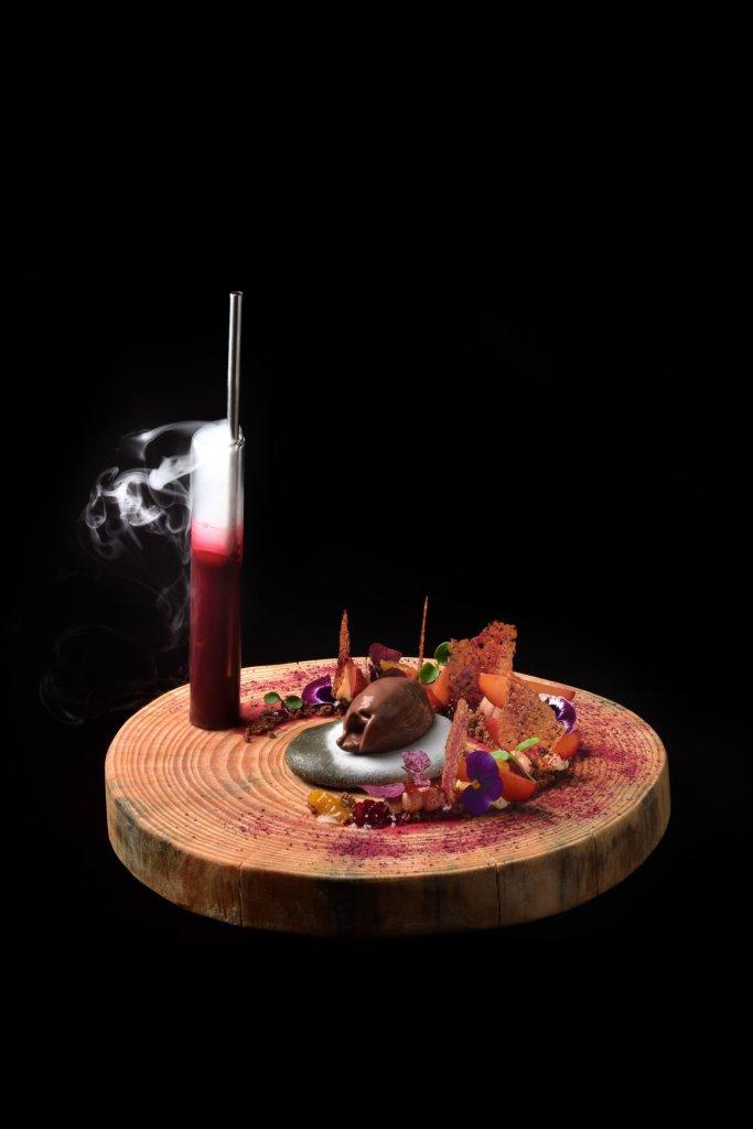 Dessert à l'assiette - concours jeune pâtissier aux étoiles de Mougins en 2016- desserts terre brulée: hibiscus-chocolat by Vincent Catala Chef Pâtissier & Cuisinier